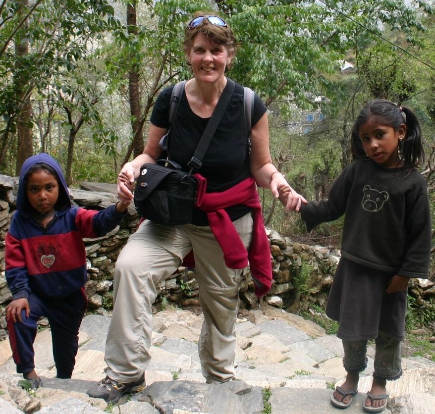 Helen_and_Girls_Nepal